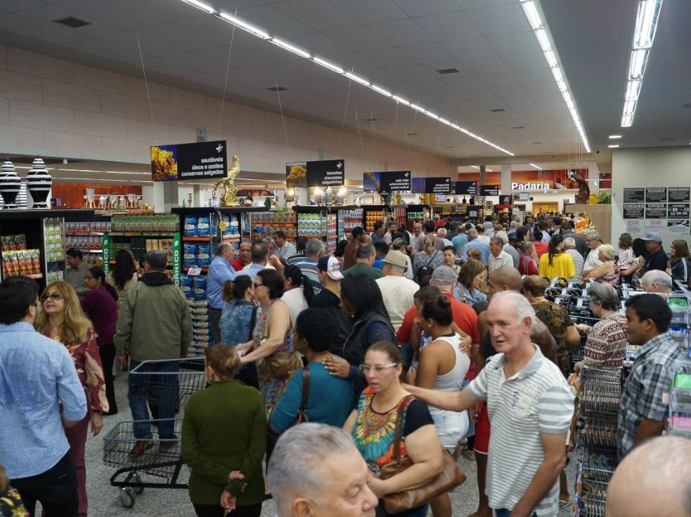 4683a1f02 O supermercado Jaú Serve, da Avenida das Nações, em Jaú, interior paulista,  foi totalmente remodelado, ampliando em 35% seu espaço de venda, para  oferecer ...