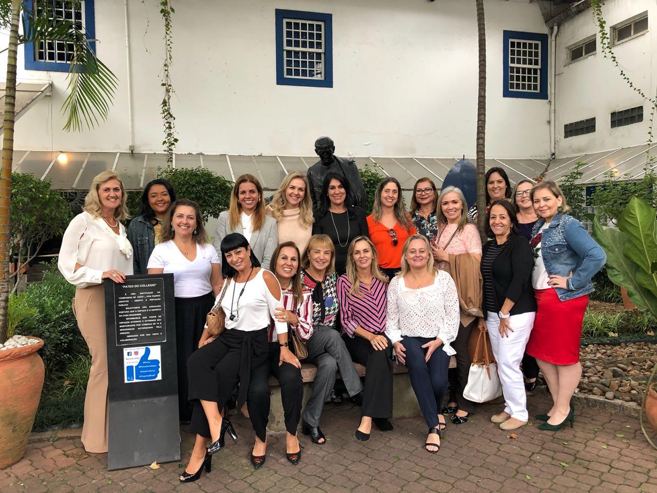 097582753 O grupo Mulheres do Varejo, coordenado pela primeira-dama da Associação  Brasileira de Supermercados (ABRAS), Suzana Sanzovo, se reuniu ontem,  (8/5), ...