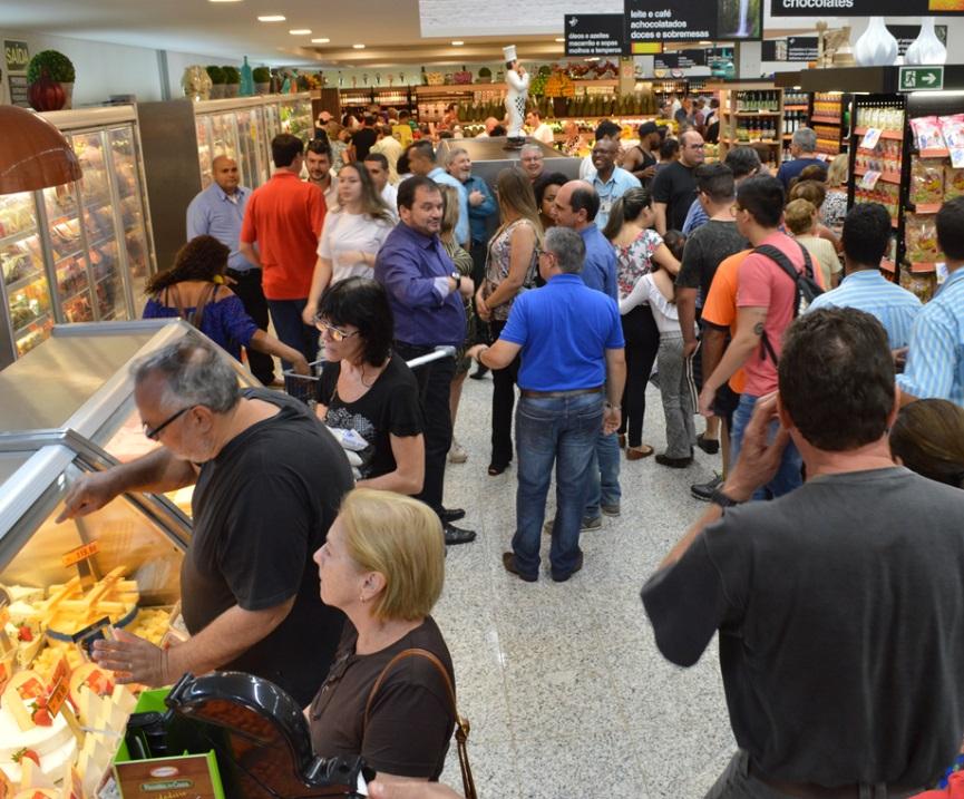 e2f66b02b Jaú Serve reinaugura loja na cidade de Araraquara