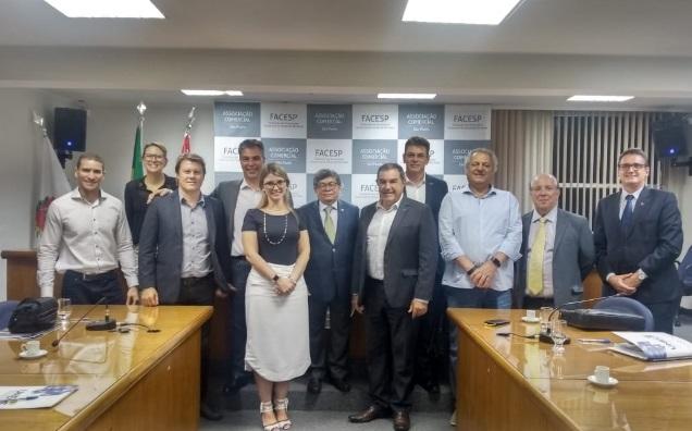 Empresários da Unecs discutem apoio a reformas e ao imposto único... d92ce86ca64
