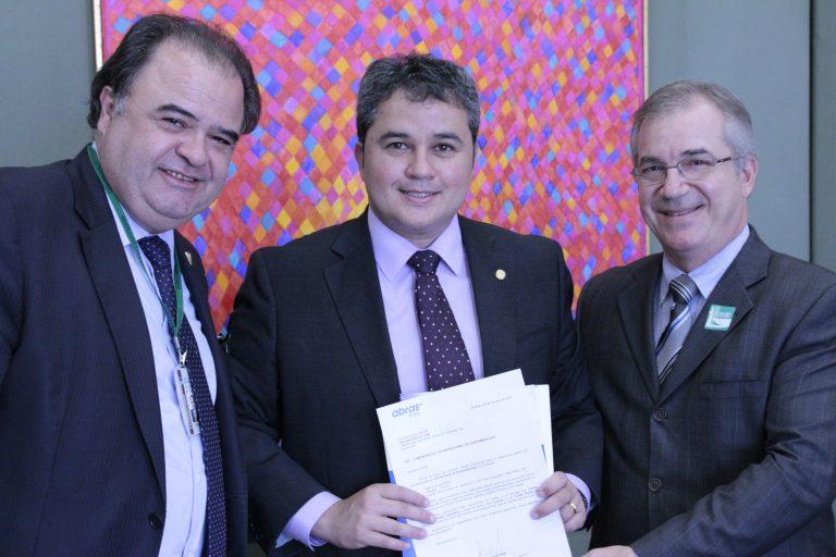 O presidente da Associação Brasileira de Supermercados (ABRAS) e integrante  da União Nacional de Entidades do Comércio e Serviços (UNECS) a6a1fa50ebfab