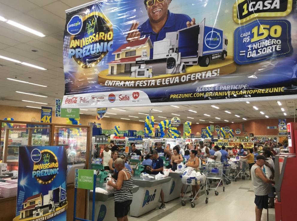 95a65be52 Clientes das 31 lojas do Prezunic no Estado do Rio já estão enchendo os  carrinhos e concorrendo a 31 caminhões de prêmios e mais uma casa, ...